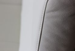 Fehér színű valódi bőr sarokkanapé